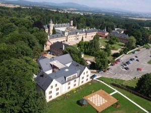 Zámecký hotel Sychrov - hotely, pensiony | hportal.cz